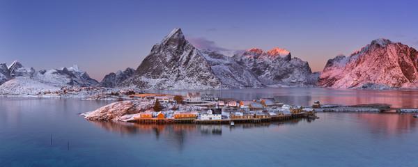 Fototapete - Reine on the Lofoten islands in northern Norway in winter