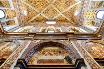 ミラノのドォーモと記念墓地と水族館