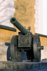Old cannons shown in Moscow Kremlin