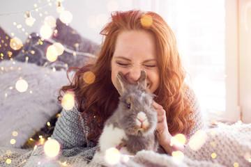 Frau mit Hasen ambiente Ostern