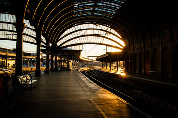 The inside of York train station in the evening. Fotomurales