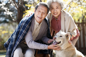 The old couple and Samoyed