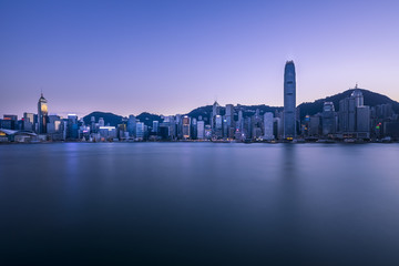 Fotomurales - Victoria Harbor of Hong Kong at twilight
