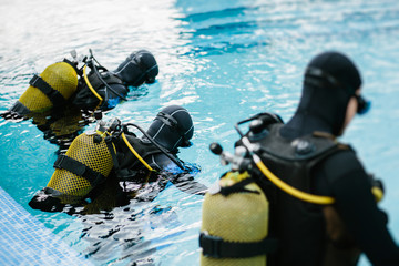 Divers training to pool