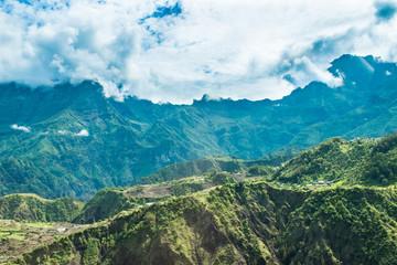 Montagnes et brumes