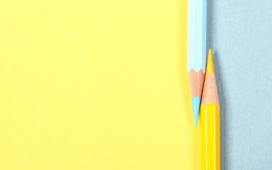 карандаш яркий стоит на бумаге фоновое изображение