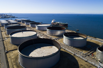 Horizontal lines and complexes storage tanks