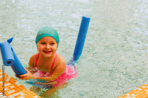 0cdaead41d little girl learn to swim in swimming pool