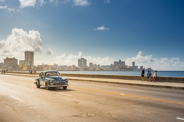 Fotorolgordijn Havana Classic car on the Malecon in Havana, Cuba