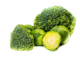 Rosenkohl und Brokkoli isoliert
