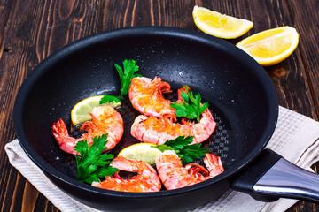 Shrimp with lemon in frying pan