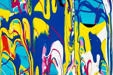 Malerei/ Gemälde/ Hintergrund aus bunten Farben, Streifen, Klekse, verlaufende Farbspuren, Tropfen auf Blau, Gouache, Farben, Leinwand