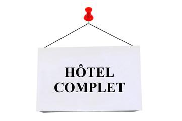 Carte punaisée indiquant hôtel complet