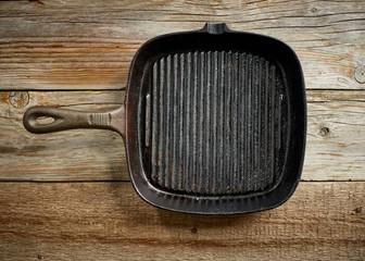 empty black cast iron pan