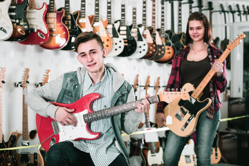 Young rock-n-roll teenagers are deciding on suitable amp