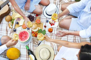 Foto auf Acrylglas Picknick Summer picnic with white wine top view