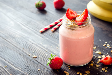 Strawberry and banana smoothie with granola