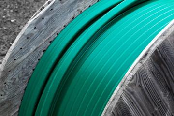 Grünes Kabel auf Kabeltrommel