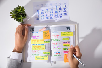 Fototapete - Businesswoman Hand's With Calendar Writing Schedule In Diary