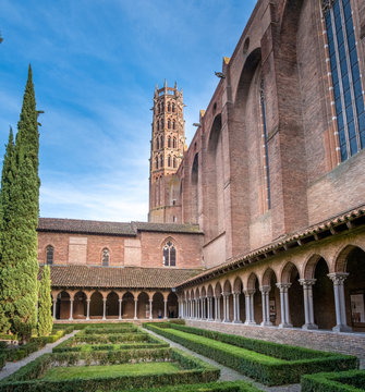 Cloisters and Courtyard Garden of Dominican monastery Couvent des Jacobins in Toulouse, France.