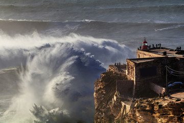 Vista do Farol da Nazaré no canhão da Praia do Norte