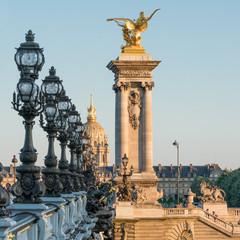 Wall Mural - Pont Alexandre III und Hotel des Invalides in Paris, Frankreich