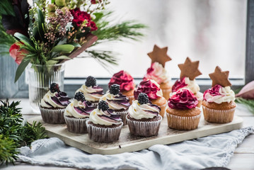 Printed kitchen splashbacks Dessert berry cupcakes with stars