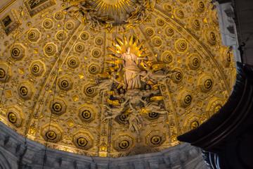 L'interno della cattedrale di Santa Maria Assunta, Como, Lombardia, Italia