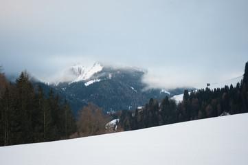 La montagna e le nuvole