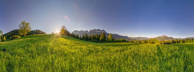 breites Panorama von Kitzbühler Horn und Wilden Kaiser