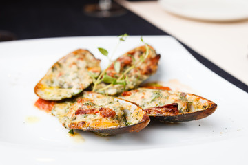 Baked mussels with parmigiano