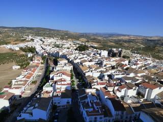 Castillo de Olvera, pueblo de Cádiz, en la comunidad autónoma de Andalucía (España) incluido en la comarca de la Sierra de Cádiz, y dentro del partido judicial de Arcos de la Frontera