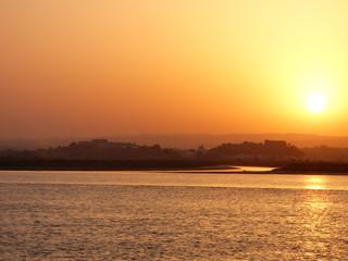 Atardecer España Portugal  Ayamonte, Castro Marim, Vila Real de Santo Antonio. Ayamonte, pueblo de Huelva, Andalucía, situado junto a la desembocadura del río Guadiana