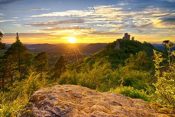 Burg Trifels bei Sonnenuntergang