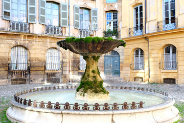 Poster de jardin Fontaine Famous old fountain in aix en provence France