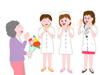 高齢者が退院するのを見送る看護師と医者