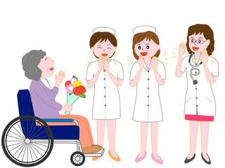 高齢者の患者が退院するのを見送る看護師と医者