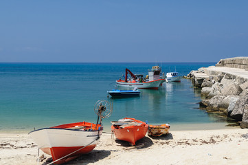 Mole in Briatico Kalabrien mit Fischerbooten