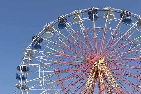 view of an empty wonder wheel