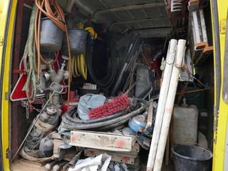 Werkzeug, Geräte und Schäuche zur Kanalsanierung und Rohrreinigung