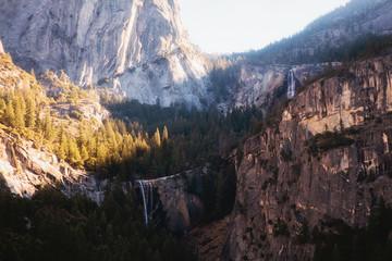 In de dag Diepbruine Vernal Falls and Nevada Falls from Sierra Point