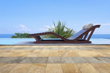 piscine à débordement avec vue mer
