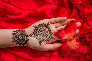 Mehendi Picture on Palm Hand