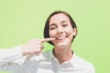 歯のケア(女性・デンタルイメージ)