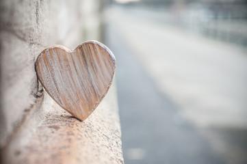 coeur en bois en extérieur