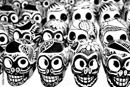 Calaveras Mexicanas Hechas A Mano Por Artistas Mexicanos En Blanco Y