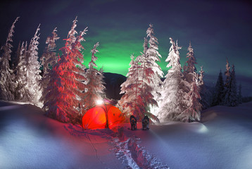 Aurora borealis in the mountains
