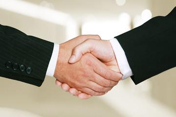 Zwei Business Hände schütteln sich. Konzept Geschäftserfolg