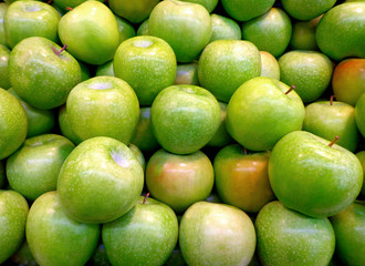 Green sour apples