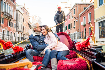 Fotobehang Gondolas Couple sailing on venetian gondola